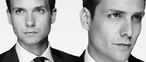 """Mike (Patrick J. Adams) und Harvey (Gabriel Macht) in der Serie """"Suits"""" (c) USA Network"""