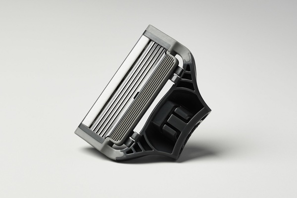 5 German blades. Flex hinge. Lubricating strip. Precision trimmer.